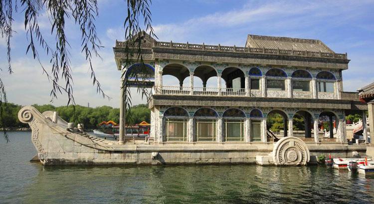 bateau de marbre dans le palais d'été