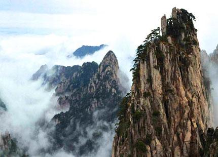 nuages dans la montagne jaune