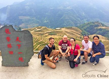 voyageurs dans les rizières en terrasse de Longji