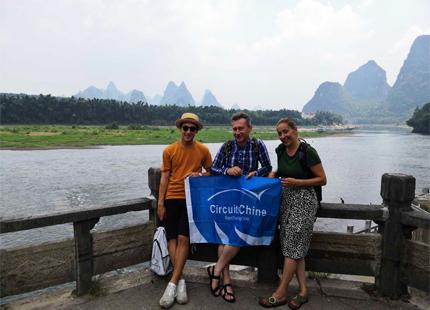 Voyageurs au bord de la rivière Li
