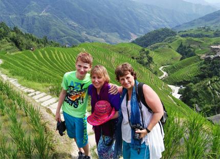 voyageurs dans le rizières en terrasse de Longji