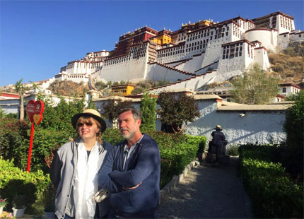 voyageurs devant le palais de Potala