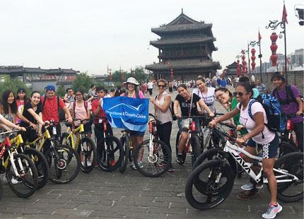 voyageurs sur le rempart de Xian