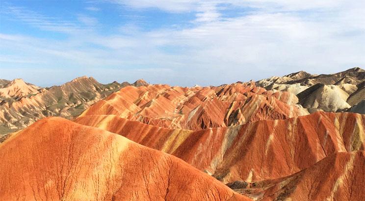 Montagnes bariolées au parc géologique national Zhangye Danxia