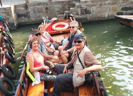 Voyageurs dans le village de Tongli