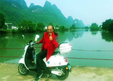 motocicleta en Yangshuo