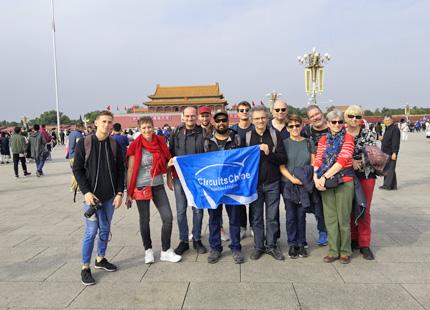 voyageurs sur la place Tian'anmen