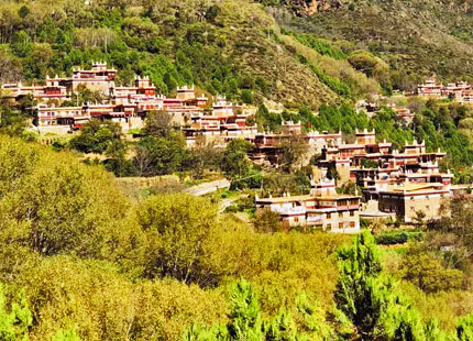 village tibétain dans l'ouest du Sichuan