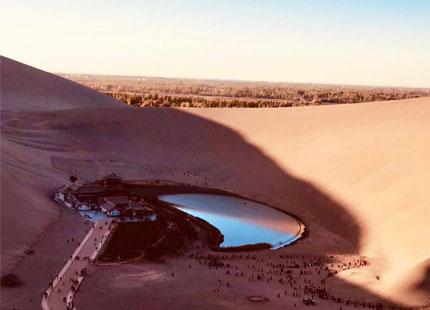 Lac du croissant de lune et Dunes de Sable Chantant