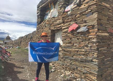 Nathalie visite le village tibétain dans l'ouest du Sichuan